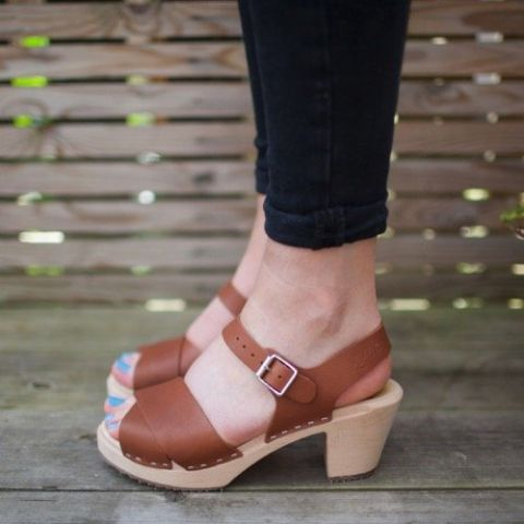 Cross Over Clogs Tan