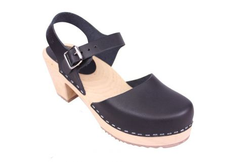 Lotta From Stockholm Highwood clog in Black Leather with a natural sole