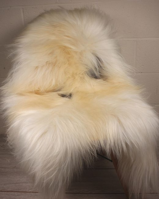 Natural Spotted Icelandic Sheepskin L