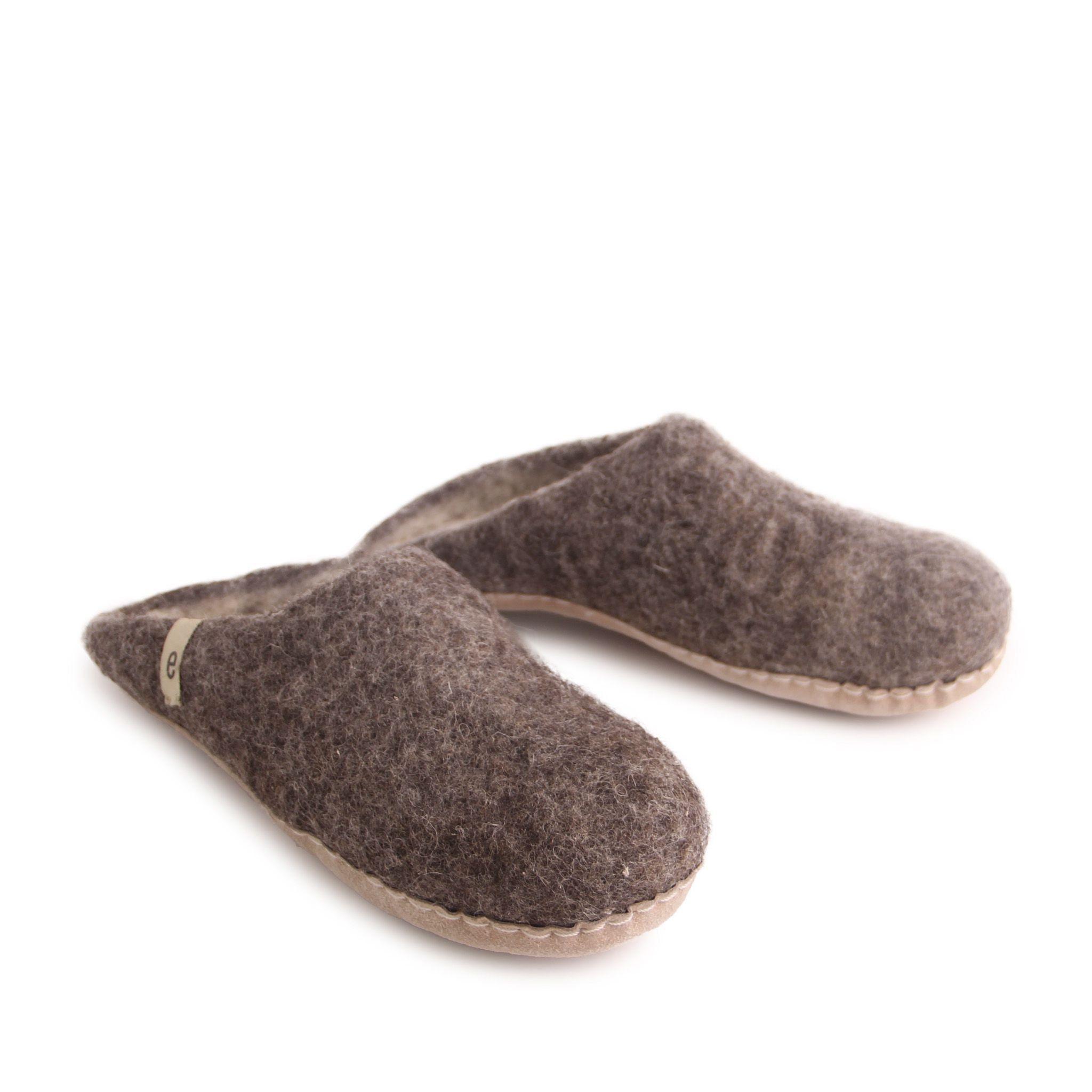 Egos Slip-on Indoor Shoe Simple in Natural Brown