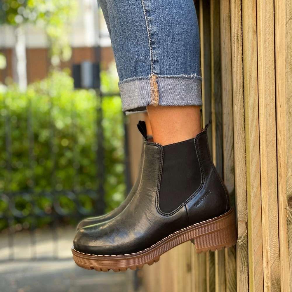 Ten Points Clarisse Chelsea Boot Black