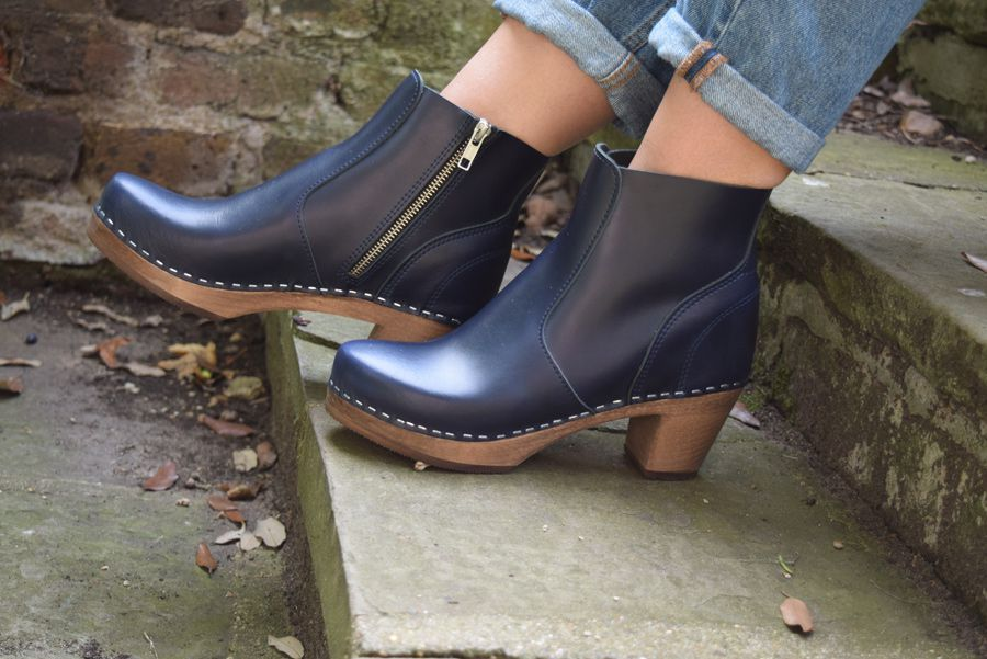 Maguba Auckland Clog Boots in Navy