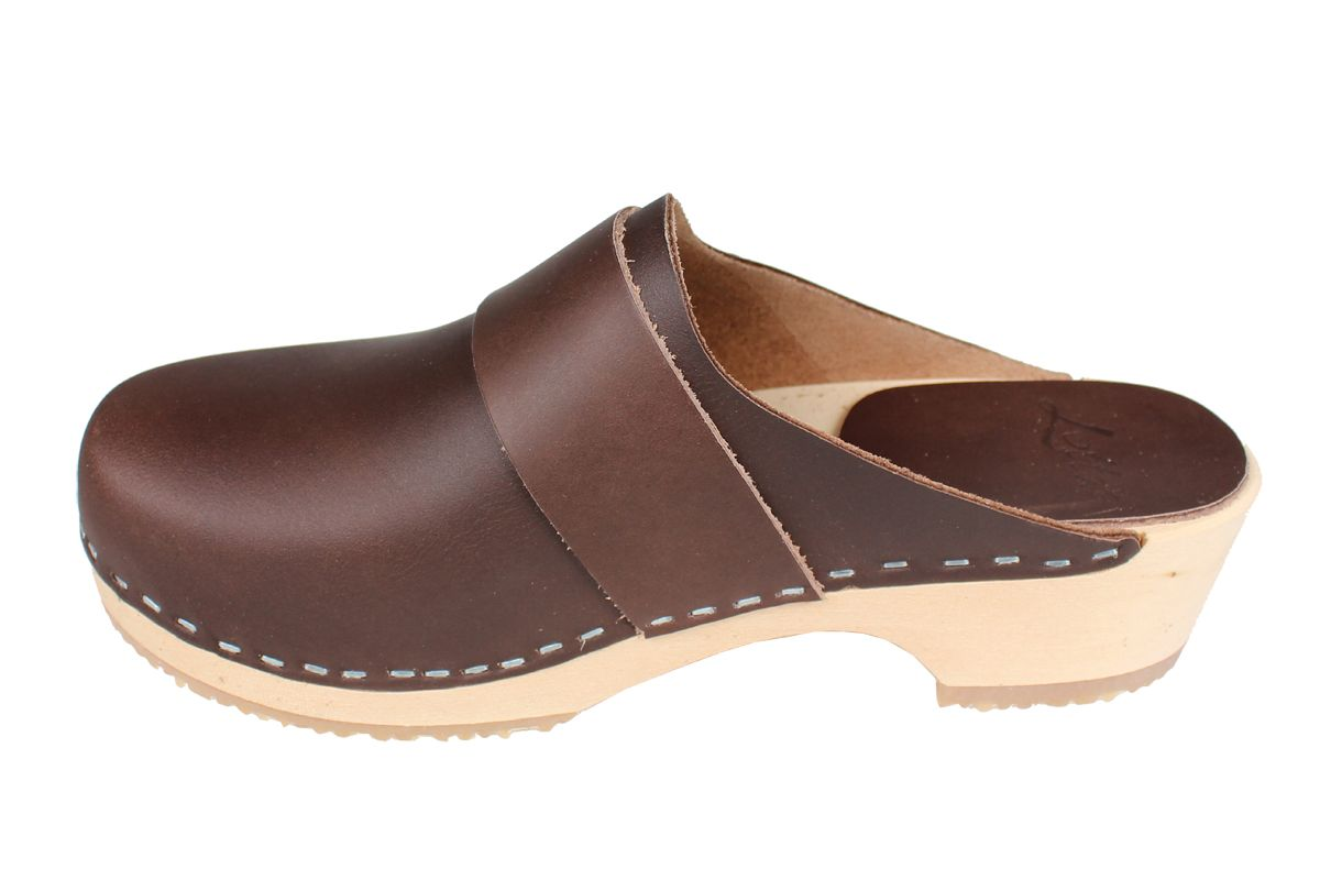 Elsa Classic Brown Leather Clogs with Buckle