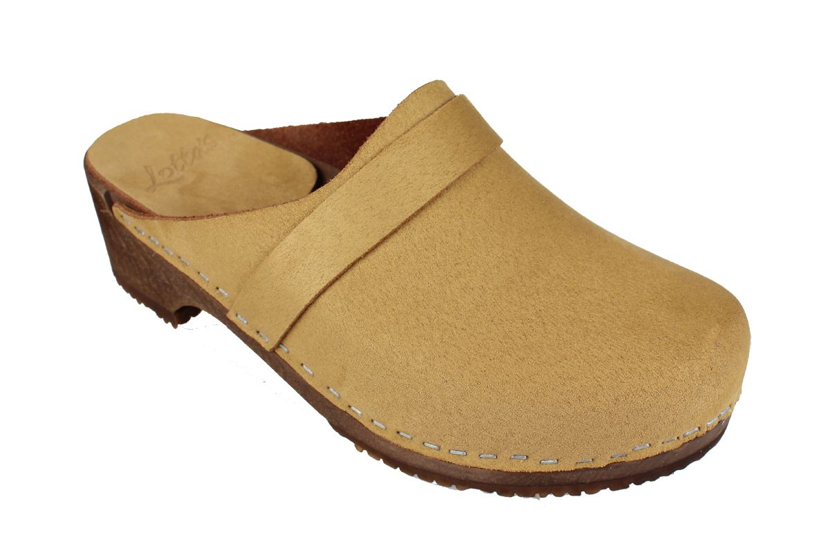 Elsa Classic in Sand Stain Resistant Nubuck on Brown Base