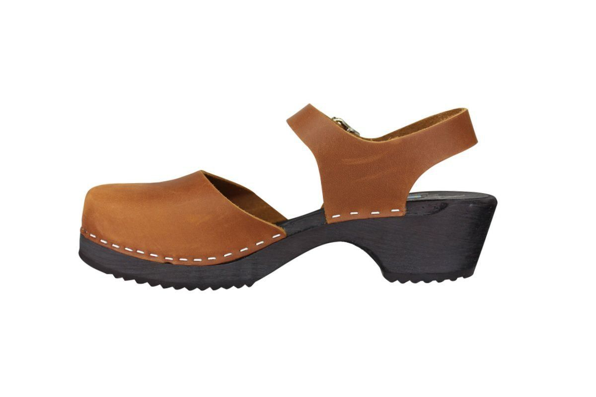 low wood brown oiled nubuck with black sole side