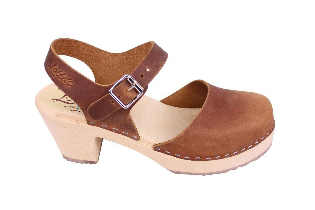 Lotta From Stockholm Highwood Clogs in Brown Oiled Nubuck side 2