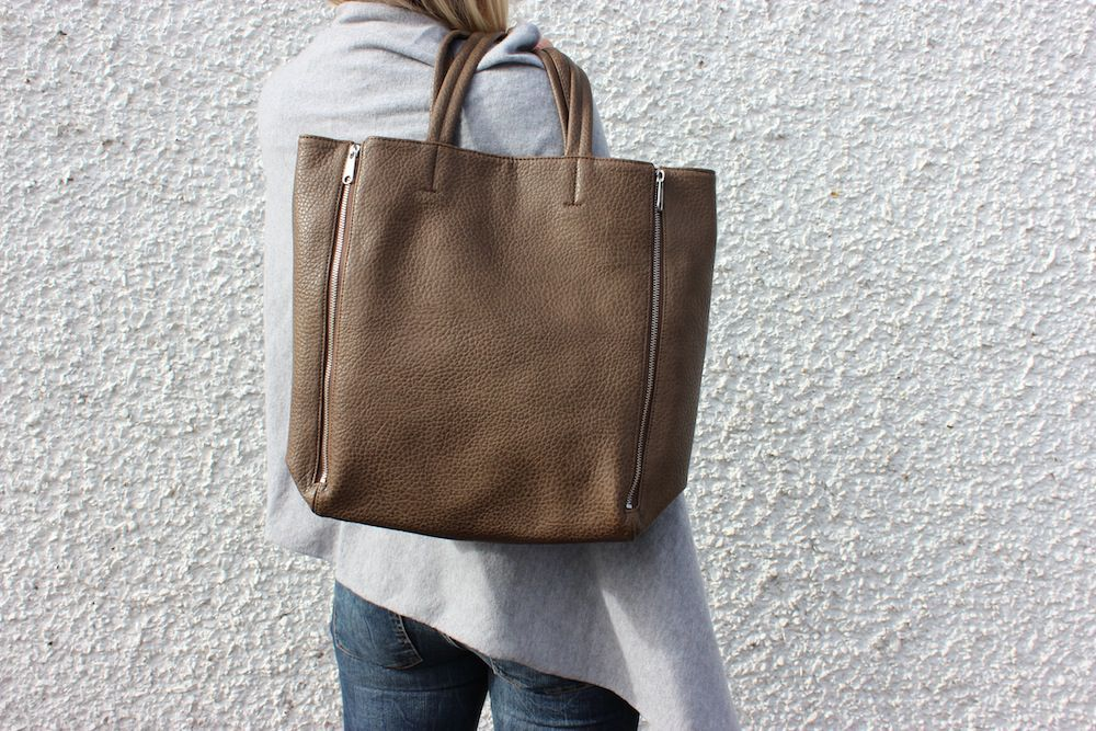 Ceannis Zipper Tote Bag Mole