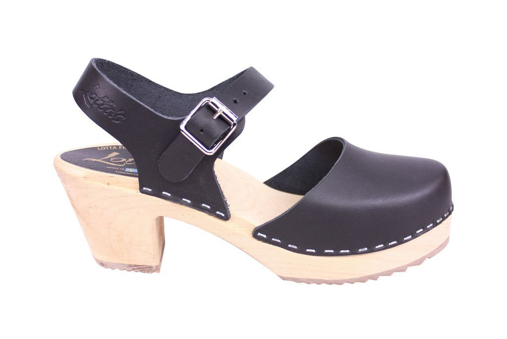 Lotta From Stockholm Highwood clog in Black Leather with a natural sole side