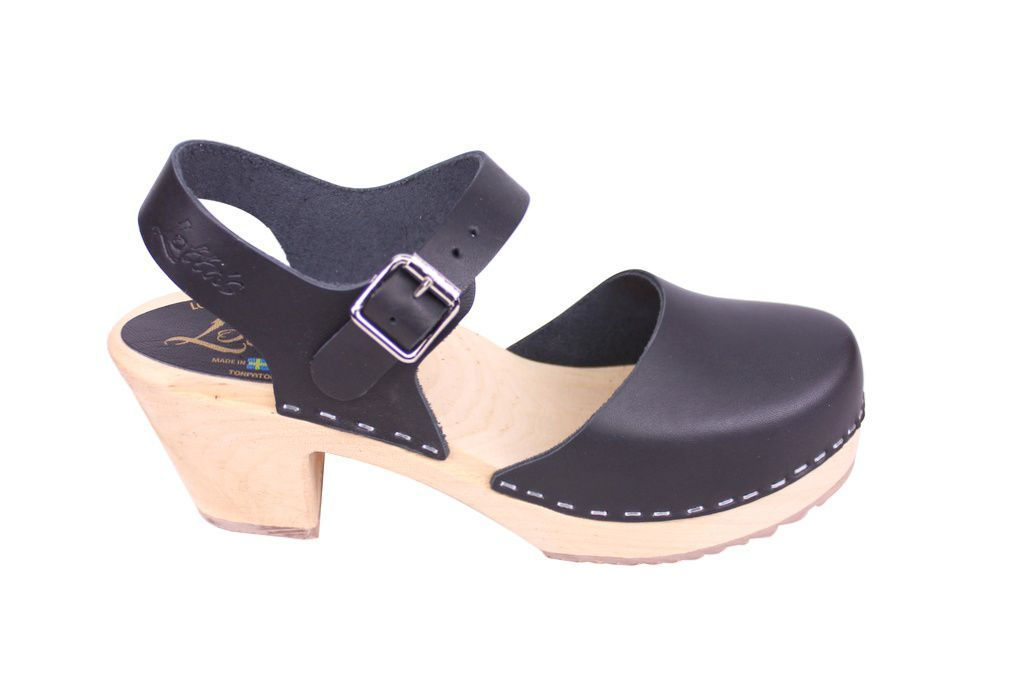 Lotta From Stockholm Highwood clog in Black Leather with a natural sole side 2