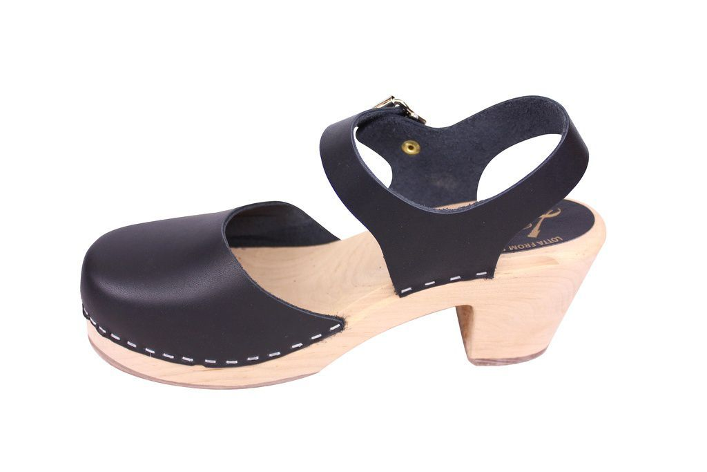 Lotta From Stockholm Highwood clog in Black Leather with a natural sole rev side 2