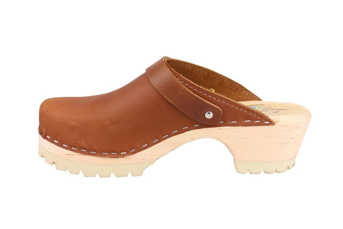 Classic Brown oiled nubuck clogs with strap and tractor sole rev side