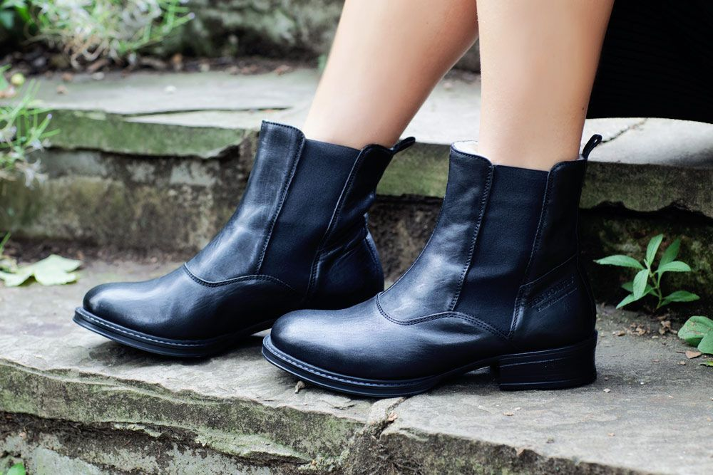 Ten Points Pandora black Chelsea Boot