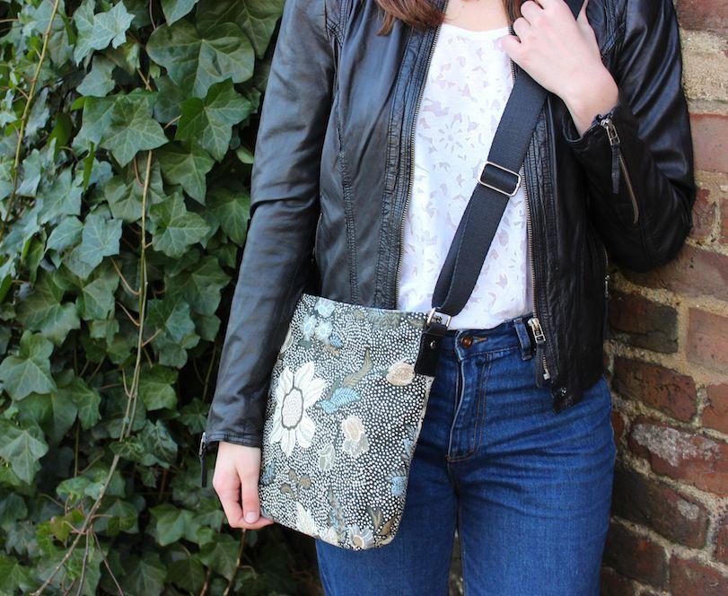 Ceannis Small Black Flower Linen Shoulder Bag