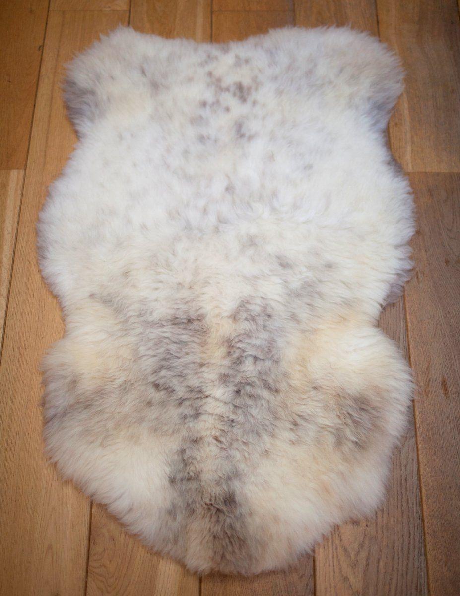 White speckled UK sheepskin rug M