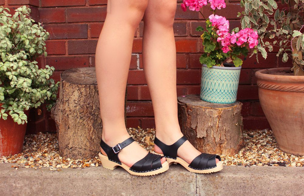 Low Peep Toe Black Seconds