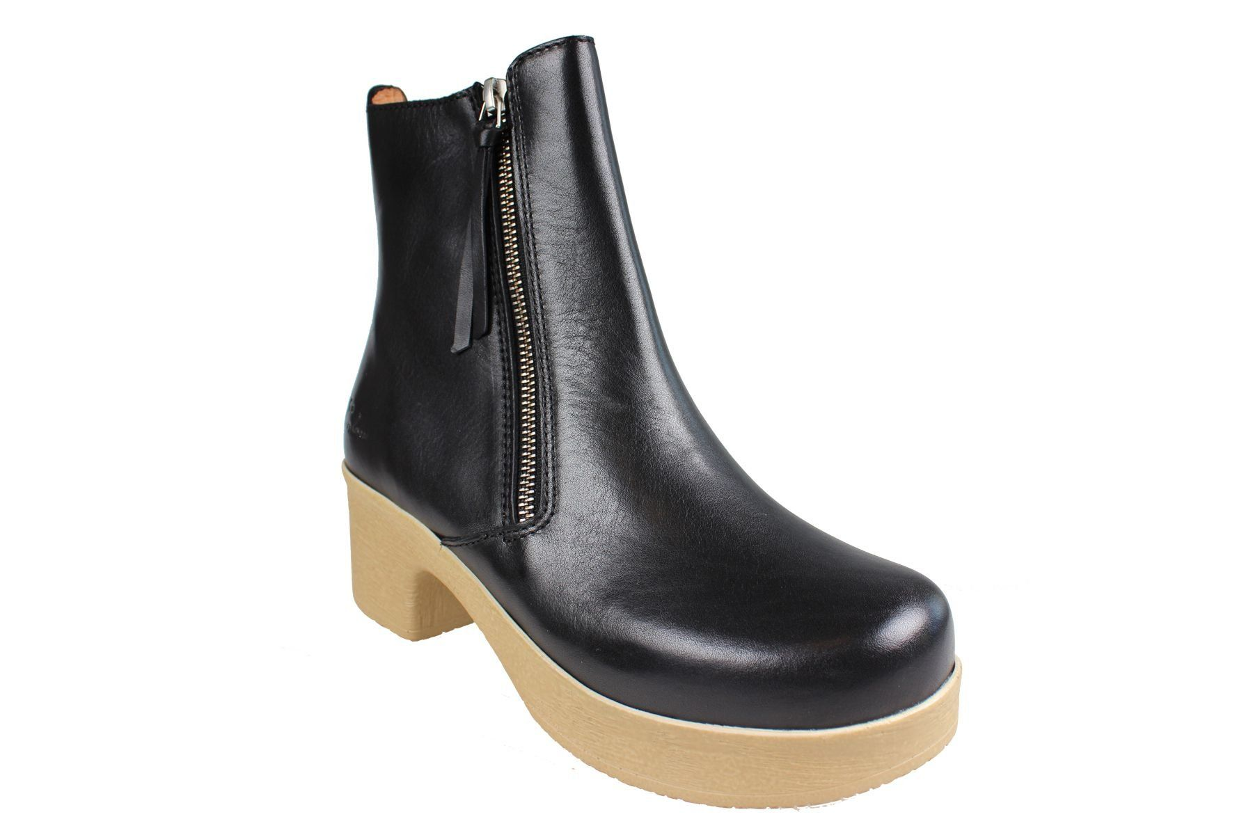 Calou Moa Boot in Black