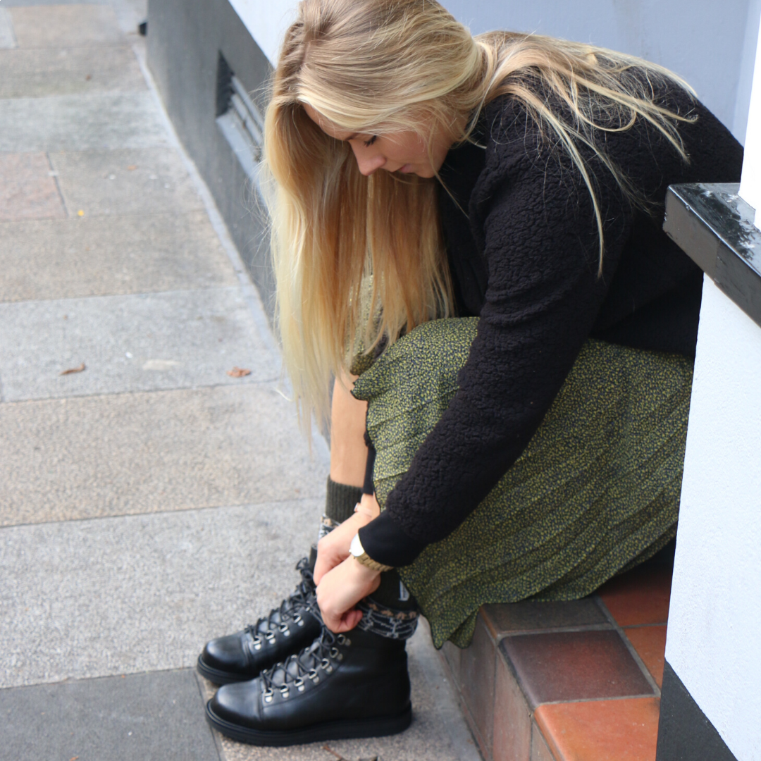 Ten Points Carina Lace-Up in Black