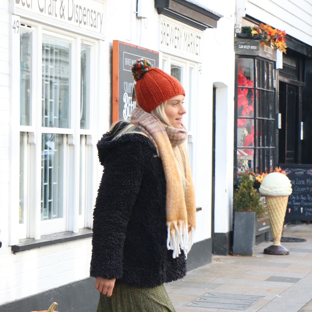 Kusan Thick Knit Moss Yarn Bobble Hat in Orange