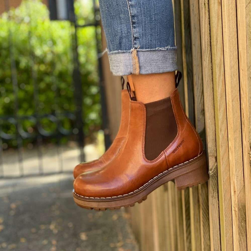 Ten Points Clarisse Chelsea Boot Cognac