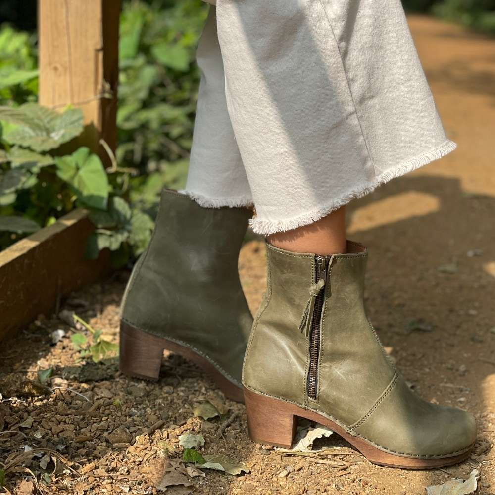 Lotta's Emma Clog Boots in Olive Leather